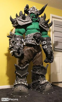 """Feast Your Eyeballs On This Amazing """"Life-Size"""" Warcraft Orc Cosplay"""