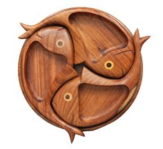 Wood crafts diy - sections fish shape serving tray Wooden Plates, Wooden Art, Diy Wood Projects, Wood Crafts, Bois Diy, Wood Carving Art, Diy Holz, Wood Creations, Wood Cutting Boards