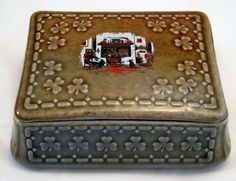 Wade Irish Porcelain trinket dresser box with shamrocks & country cottage hearth