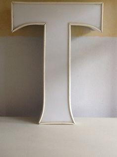 Tolle Designidee für ihre Wohnung, entweder als Teil eines Schriftzugs an die Wand, oder mit einer Glühbirne versehen als Lichtquelle.  Alter Leu...