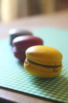 Egy este a macaronokkal Meringue, Naan, Macarons, Hamburger, Bread, Recipes, Food, Candy, Merengue