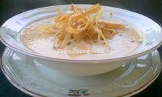 Ingredientes para 2 raciones: 300 g de judías de Santa Pau 1 cebolla 1 tomate maduro 1 diente de ajo 1 hoja de laurel 1 trufa 1 puerro Aceite de oliva virgen extra Sal, pimentón rojo dulce o picant...