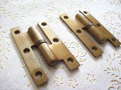 Cerniere dell'annata Italia spazzolato in ottone per porte Antique Hinges, Antiques, Vintage, Italia, Antiquities, Antique