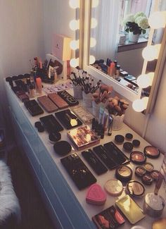Elegant Makeup Room Checklist & Idea Guide for the best ideas in Beauty Room decor for your makeup vanity and makeup collection. Makeup Goals, Love Makeup, Makeup Inspo, Makeup Inspiration, Makeup Tips, Makeup Products, Gorgeous Makeup, Amazing Makeup, Beauty Products