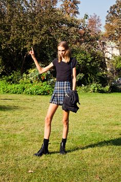 American model Molly Bair as a flying ninja model after Chanel SS Paris Fashion 101, Fashion Models, Fashion Trends, Molly Bair, Super Skinny Models, Model Street Style, Young Models, Thinspiration, Model Photos