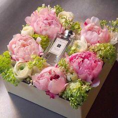 Vintage love flowers floral arrangements ideas for 2019 Flower Box Gift, Flower Boxes, My Flower, Flowers In A Box, Box Roses, Arte Floral, Deco Floral, Fresh Flowers, Beautiful Flowers
