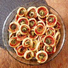 Pour un apéritif gourmand et facile à réaliser, découvrez notre recette des palmiers feuilletés aux tomates, olives et mozza ! Avec notre délice d'olives et tomates séchées.