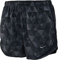 nike bedruckte tempo-laufshorts in schwarz-grau , shorts de running nike printed tempo en negro gris Nike Free Shoes, Nike Shoes Outlet, Running Shoes Nike, Milan Fashion Weeks, New York Fashion, Teen Fashion, Fashion Trends, Fashion Shoes, Fashion Fashion