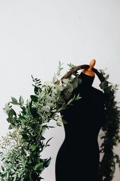 Handmade flower crown from Vienna. ❤ Exclusive custom made wedding crowns for brides ❤ Blumenkranz handgemacht in Wien anfertigen lassen. Green Magic, Handmade Flowers, Flower Crown, Flower Decorations, Wreaths, Bride, Wedding, Art, Floral Wreath