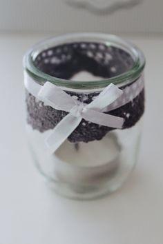 Photophore avec pot de yaourt et dentelle