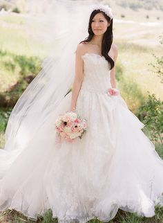 A roundup of the most amazing Vera Wang wedding dresses worn by real brides on Style Me Pretty. Beautiful Wedding Gowns, Wedding Beauty, Wedding Bride, Vera Wang Wedding, 2015 Wedding Dresses, Dress Wedding, Headpiece Wedding, Wedding Styles, Bridal Gowns