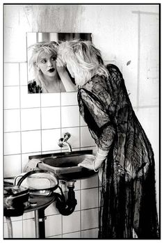 Courtney Love photographed by Kevin Cummins. Zurich, 1995.