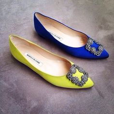 Manolo Blahnik perfection acid green and cobalt blue pointed pumps shoes Pretty Shoes, Beautiful Shoes, Cute Shoes, Me Too Shoes, Manolo Blahnik Heels, Dream Shoes, Wedding Shoes, Casual Shoes, Shoe Boots