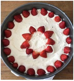 Cinnamon Cake re-posted with berries by Jessica the Baker Cake Recipes, Dessert Recipes, Good Food, Yummy Food, Low Carb Sweets, Cheesecake, Healthy Cake, Happy Foods, Diy Food