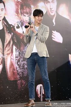 Weibo: Plaza Hollywood | 九龍 鑽石山 荷里活廣場 | 2016 July 22 (Friday) @ 4:30 pm | Pin Post No. 30 | #HK #HongKong #香港 | RoadShow | #ActorLeMinHo #LeeMinHo | #Movie #BountyHunters | P01 of P09 | THIS Post: 22 July 2016 (Friday)
