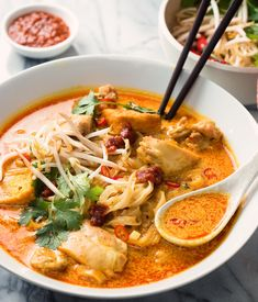 laksa noodle soup - spicy malaysian curry coconut soup - glebe kitchen Laksa is a slightly spicy coconut noodle soup that's sure to please. Indian Food Recipes, Asian Recipes, Healthy Recipes, Japanese Recipes, Turkish Recipes, Thai Recipes, Keto Recipes, Healthy Food, Soup Recipes