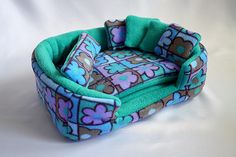 cosy cuddle lounge / bed with waterproof blanket and 5 pillows for guinea pigs (flowers/green) - Fleece only!  Jaina needs this for her upcoming b'day :)