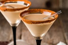 Discover for yourself why drinkers love RumChata Cream Liqueur. Learn how to mix it into cocktails, what to avoid, and find delicious mixed drink recipes. Homemade Baileys, Homemade Irish Cream, Baileys Irish Cream, Baileys Recipes, Milk Recipes, Candy Recipes, Milk Candy Recipe, Baileys Cocktails, Festive Cocktails