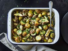 Hold tight for this banging lemon and garlic chicken with potatoes and courgettes. New Recipes, Dinner Recipes, Cooking Recipes, Healthy Recipes, Recipies, Savoury Recipes, Healthy Dinners, Favorite Recipes, Joe Wicks Lean In 15