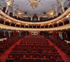 Teatrul de Stat Regina Maria, interior | Oradea in imagini Culture, Country, Monuments, Fun Stuff, Anna, Spirit, Beautiful, Architecture, Interiors