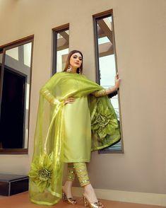 Party Wear Indian Dresses, Pakistani Fashion Party Wear, Designer Party Wear Dresses, Indian Bridal Outfits, Indian Fashion Dresses, Dress Indian Style, Indian Designer Outfits, Kurta Designs, Kurti Designs Party Wear