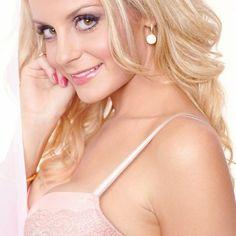 J&D Entertainment provides female models, spokespeople and emcees for your event.  www.jdentertain.com