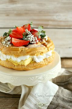 Eclairs, Profiteroles, Paris Street Food, No Bake Desserts, Delicious Desserts, Cream Puff Recipe, Paris Brest, Fake Cake, Choux Pastry