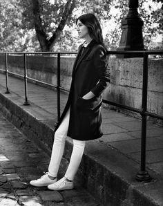 Charlotte Gainsbourg, sublime, dans son manteau en laine A découvrir ici : http://www.comptoirdescotonniers.com/eboutique/collection-femme/blousons-et-manteaux/7874-vexpresso-couleur-dark-navy-ref-vexpresso.html?utm_source=pinterest_page&utm_medium=social_media&utm_term=cible_FR&utm_campaign=manteaulogie