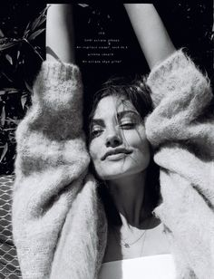 Phoebe Tonkin poses in Chloe sweater and Realisation Par dre.- Phoebe Tonkin poses in Chloe sweater and Realisation Par dress Black And White Portraits, Black And White Photography, Inspiration Photoshoot, Fotografie Hacks, Pose Portrait, Portrait Photography, Fashion Photography, Woman Photography, Glamour Photography