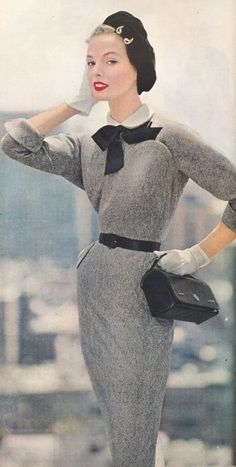 Clara Blatt, 1953. Fabulous silhouette ! 1950s fashion . Beret.