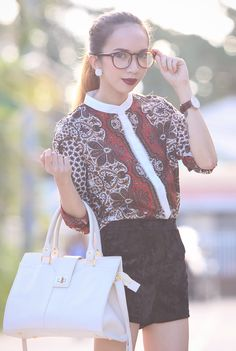 Going for the vintage-y kind of look today by incorporating paisley print top, velvet shorts, and brown leather details.