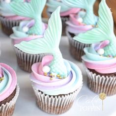 Move over Unicorn cupcakes! Mermaid Cupcakes are here! Disney Cupcakes, Mermaid Cupcakes, Cute Cupcakes, Cupcakes Decoration Awesome, Colored Cupcakes, Thank You Cupcakes, Mermaid Tail Cake, Sea Cupcakes, Mermaid Cookies