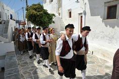 Σιφνος Mykonos, Santorini, Paros, Greek Costumes, Greeks, Islands, Folk, Travel, Viajes