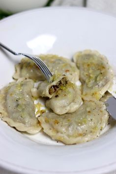Dumplings with cabbage and mushrooms according to the recipe of Food And Drinks, dumplings recipe with cabbage and mushrooms. Xmas Food, Christmas Cooking, B Food, Good Food, Healthy Recepies, Cabbage Recipes, Polish Recipes, Dumplings, Dumpling Recipe