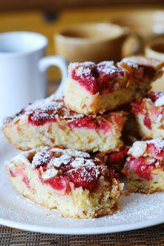 Strawberry almond cake bars   JuliasAlbum.com   #dessert #berries