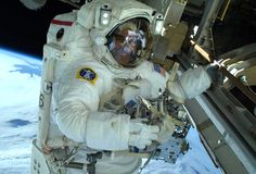 On Christmas Eve, spacewalkers Rick Mastracchio RPI and Mike Hopkins completed a second spacewalk to install a spare ammonia pump module on the International Space Station. Nasa Astronauts, International Space Station, Space Program, To Infinity And Beyond, Geocaching, Space Exploration, Travel Bugs, Out Of This World, 100th Day