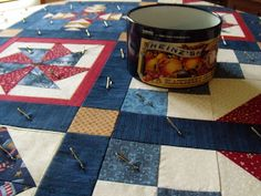 How to easily pin-baste a quilt together without having to set up the quilting frame or having to crawl around on the floor. Such a simple idea! Quilting Frames, Quilting Tips, Quilting Tutorials, Hand Quilting, Machine Quilting, Patchwork Quilting, Basting A Quilt, Picnic Blanket, Outdoor Blanket