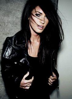 Megan fox - Long pin straight dark brown hairstyle Mega Fox looks amazing no matter how she wears her long beautiful hair. Pretty People, Beautiful People, Megan Denise, Amanda, Non Blondes, Looks Street Style, Rocker Girl, Looks Chic, Gorgeous Hair