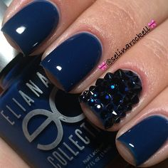 Navy blue nails. .. love the sparkle