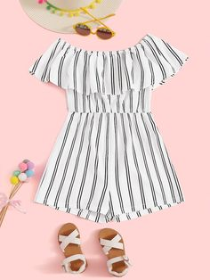 To find out about the Flounce Foldover Off Shoulder Striped Romper at SHEIN, part of our latest Girls Jumpsuits ready to shop online today! Bandeau Jumpsuit, Ruffle Jumpsuit, Jumpsuits For Girls, Girls Rompers, Shein Pull, Pyjama Satin, Girl Outfits, Fashion Outfits, Sweat Shirt