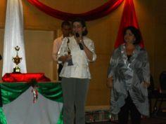 A minha amiga Neide ganhando o prêmio de 2º Lugar no Ranking da LUMI