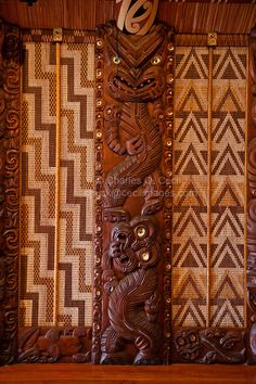New Zealand, Paihia, North Island. Wood Carving Art, Bone Carving, Wood Art, Wood Carvings, Tiki Totem, Tiki Tiki, Sculpture Art, Sculptures, Abstract Sculpture