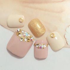 かわいいネイルを見つけたよ♪ #nailbook Pedicure Nail Art, Toe Nail Art, Nail Manicure, Feet Nail Design, Toe Nail Designs, Love Nails, Pretty Nails, Office Nails, Swarovski Nails