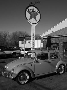 VW and Texaco Station Kdf Wagen, Vw Vintage, Old Gas Stations, Texaco, Vw Cars, Gas Pumps, Vw Beetles, Vw Camper, Street Rods