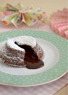 Il soufflé al cioccolato, un dolce goloso e velocissimo da realizzare. Scopri la ricetta nel blog e provala il giorno di San valentino.