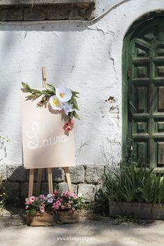 Nice Party Comunión rústica en color rosa. decoración cartel nombre pintado flores de papel: