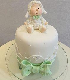@docetalentofestas  @festas_de_luxo Torta Baby Shower, Baby Shower Cakes Neutral, Fondant Toppers, Fondant Cakes, Cupcake Cakes, Cupcakes, Candy Theme Birthday Party, 4th Birthday Cakes, Lamb Cake