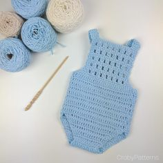 Crochet Baby Crochet Baby Romper by Croby Patterns - Rompers look adorable on any baby or toddler. Here are some Crochet Baby Romper Free Patterns for you if you have little ones in your life. Crochet Romper, Crochet Baby Clothes, Newborn Crochet, Crochet Baby Blanket Beginner, Baby Knitting, Crochet For Boys, Free Crochet, Baby Romper Pattern, Pull Bebe