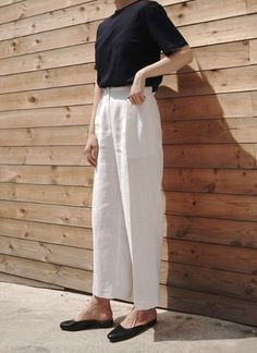 black top + white linen pants with black flats