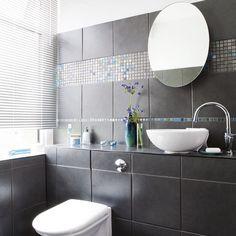 33 dunkle Badezimmer Design Ideen - dunkle badezimmer design ideen dunkelgraue fliesen modern bathroom minimalistic look Grey Bathroom Tiles, Dark Bathrooms, Bathroom Images, Brown Bathroom, Beautiful Bathrooms, Bathroom Ideas, Modern Bathroom, White Family Rooms, Black Tiles